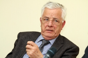 Раймонд Паулс о санкциях против российских артистов