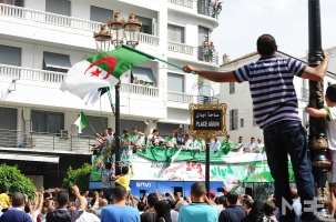 Сборная Алжира отдает приз Газе