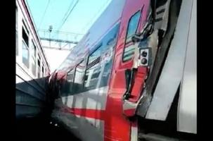 «Стриж» и электричка столкнулись на Курском вокзале Москвы