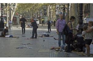 В центре Барселоны автомобильный террорист давил людей