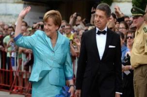 С Меркель произошел конфуз на Вагнере