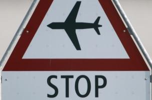 Российским авиакомпаниям запретили летать на Украину
