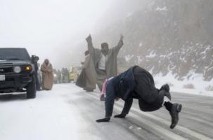 Жаркие танцы на снегу Саудовской Аравии