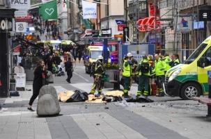 Грузовик врезался в толпу в Стокгольме