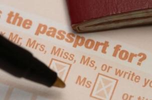 Великобритания рвется за границу. Паспортный кризис