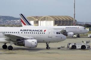 «Боинг»  Air France сел на одном двигателе