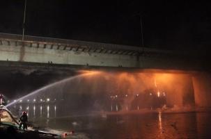 Крупный пожар на мосту в Варшаве