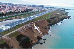 Самолет поехал в море. Счастливая посадка Boeing в Турции