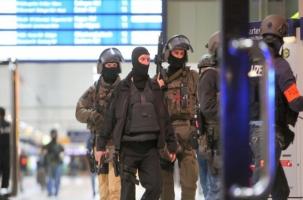 В Дюссельдорфе человек с топором накинулся на пассажиров