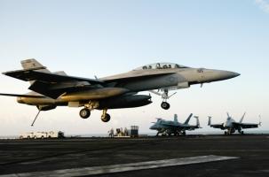 Истребители ВМС США столкнулись над океаном