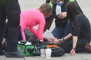 Террорист в Лондоне давил людей перед парламентом