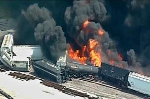Сход вагонов и огромный пожар