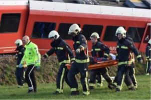 18 человек пострадали после схода поезда в Нидерландах