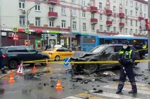 Nissan вылетел на людей в Москве